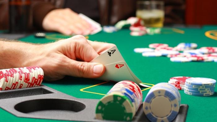 Играть в покер на фантики онлайн скачать sharky игровые автоматы